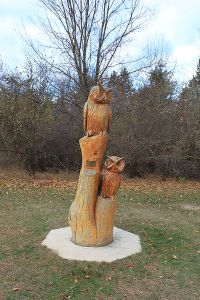 400px-Chainsaw_carving_of_owls_Brighton_Recreation_Area_Michigan