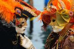 800px-Venice_Carnival_-_Masked_Lovers_(2010)